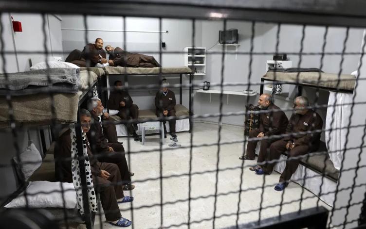 المعتقلون الفلسطينيون داخل السجون الإسرائيلية: انعدام للرعاية الصحية وإهمال في ظل كورونا